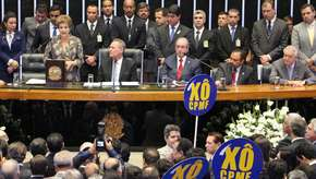 Dilma defende a CPMF e é vaiada e aplaudida no Congresso