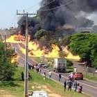 PR: caminhão com etanol tomba, explode e incendeia 2 casas
