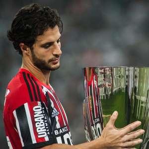 Jogadores do São Paulo choram e quase negam medalhas