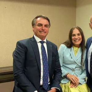 """Regina Duarte diz que """"casamento"""" com Bolsonaro não sai hoje"""