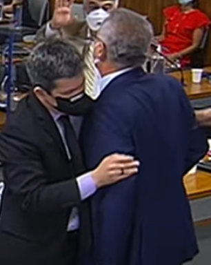 Senadores se ofendem e quase partem para briga na CPI