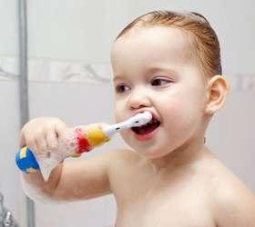 qual a idade certa para levar o bebe ao dentista