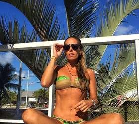 858780d1f3b1c Adriane Galisteu recebeu diversos elogios ao postar uma foto em que aparece  de biquíni.