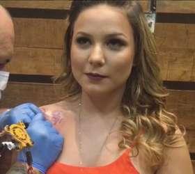 Ex Bbb Cacau Homenageia O Pai Falecido Com Tatuagem Nossa