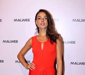 11392d6ce Isis Valverde troca beijos com namorado, André Resende, em evento de moda  em SP