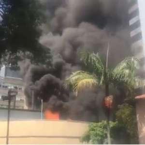 Incêndio atinge área externa do Instituto do Coração em SP