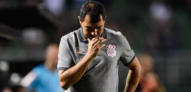 Corinthians erra pênalti e perde da Ponte com 1 a mais