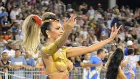 Escolas de samba chegam a todo vapor no 1° dia de Carnaval