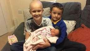 Menino com câncer luta para ver irmã nascer e morre depois