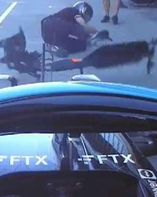 Hamilton atropela mecânico durante treino do GP da Rússia
