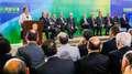 Dilma dá posse a dez ministros e pede dedicação até 2018