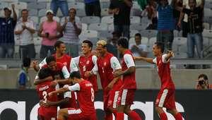 Selección de Tahití recibe homenaje y raro regalo tras Copa