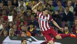 Filipe fue expulsado por lanzar el brazo e impactar en Alves