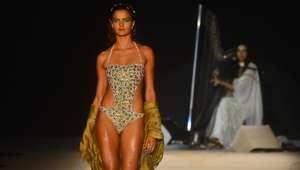 Modelos convertidas en 'sirenas' en la pasarela de Río