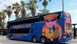 Atrapados 10 pasajeros de un bus tras detener al conductor