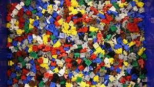 Homem cria braço ciborgue com peças de Lego