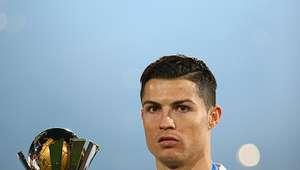 Cristiano ignora saludo de Platini en premiación del Madrid