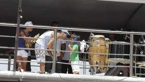 Ivete faz Arrastão com marido e filho em Salvador