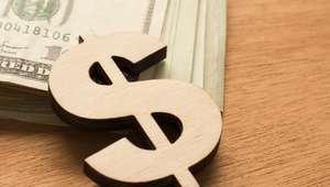 Dólar cierra en 17.10 pesos en bancos