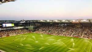 Aspersores se encienden durante partido de la MLS