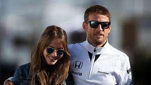 Button ignora aposentadoria e renova com a McLaren para 2016