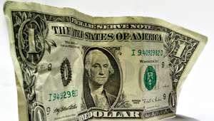 Dólar se mantiene por debajo de los 17 pesos