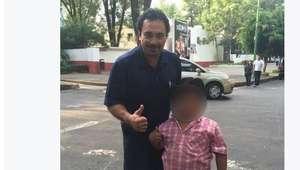 Hugo Sánchez exhibe a niño al que llama obeso