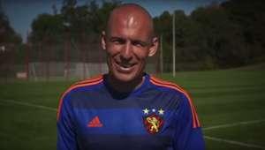 Robben veste camisa do Sport para lançamento de 3º uniforme