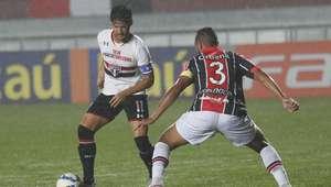 Pato perde gol feito e São Paulo fica no 0 a 0 com Joinville