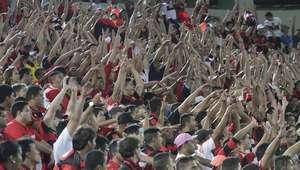 Torcedor que atirou copo em jogo do Flamengo é identificado