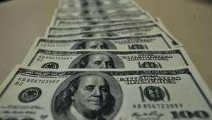 Dólar sobe 7% na semana e tem maior nível em quase 13 anos