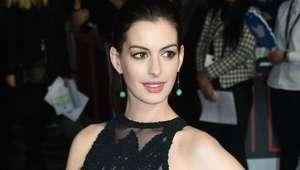 Anne Hathaway imita a Britney Spears en show en vivo
