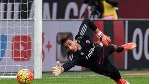 Goleiro de 16 anos evita derrota do Milan no Italiano