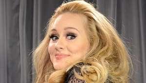 Adele saca lado cómico para anunciar nueva gira