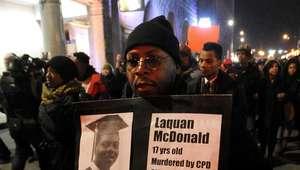 Protestas por asesinato de joven negro empañan Black Friday