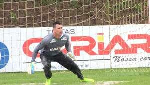 Nivaldo renova contrato aos 41 e Guto já tem time para ...