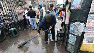 Intensa llovizna de más de doce horas sorprendió en Lima