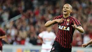 Atlético-PR atropela Flamengo em jogo para cumprir tabela