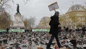 Zapatos vacíos como protesta en las calles de París