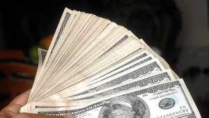 Hasta en $18.90 se vende dólar en bancos