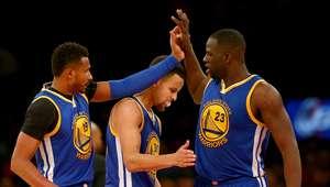 Curry marca 51 pontos e Warriors atingem marca histórica