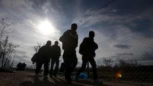 Mala mar, frío y fronteras se suman a problemas de migrantes