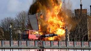 Explota autobús en Londres; era un truco para película