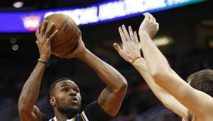 Jazz suma sexta victoria a costa de los Suns
