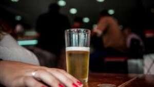 Mulheres são maioria entre atendidos por excesso de bebida