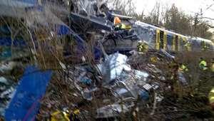 El choque de dos trenes deja muertos y heridos en Alemania