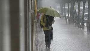 36 provincias están hoy en alerta por lluvias, viento y olas