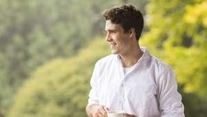 Decifre a linguagem corporal masculina durante a paquera