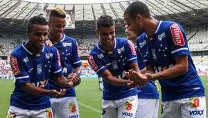 Cruzeiro vence lanterna e garante 1ª posição do Mineiro
