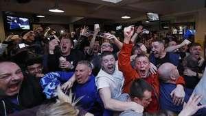 Chelsea empata com Tottenham e dá título inglês ao Leicester